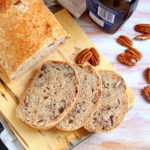 Pane dolce con sciroppo d'acero e noci pecan
